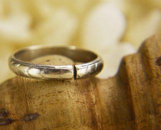 ジャンティールスタッフブログ「妊娠中は指輪を外すべき?-切断した指輪の修理-」