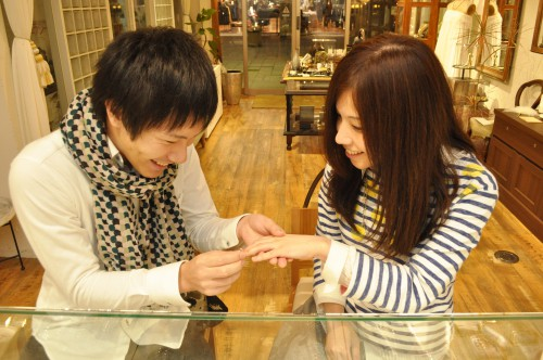幸せカップル|婚約指輪|エンゲージリング